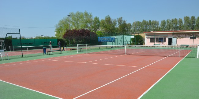 Complexe sportif de tennis ville d essey l s nancy for Surface terrain de tennis